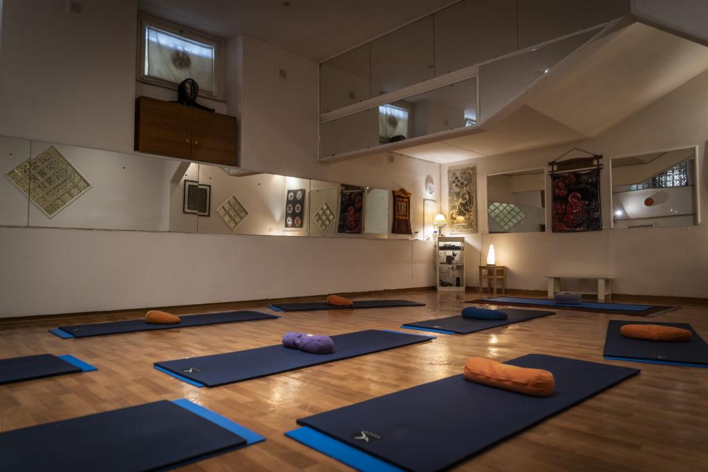 yoga corsi yoga corsi di yoga hatha yoga corsi di yoga per principianti yoga roma corsi yoga roma yoga roma san giovanni meditazione raja yoga scuole di yoga centri yoga pratiche di yoga antistress chakra